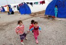 Iraqi displaced children,who fled the Islamic State stronghold of Mosul,play at Khazer camp,Iraq,December,20, 2016.REUTERS/Ammar Awad - RTX2VUT1