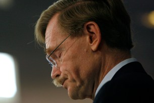 "World Bank Group President Robert Zoellick pauses during a speech about the political and economic impact of the global economic crisis, and its implications for development and globalization, in Washington September 28, 2009. Zoellick sounded a cautionary note about granting greater regulatory power to the U.S. Federal Reserve and said the Dollar's future will ""depend heavily on U.S. choices,"" during a speech on Monday."