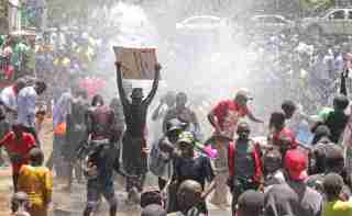 Supporters of the opposition National Super Alliance (NASA) coalition gather at a water fountain during a protest calling for the sacking of election board officials involved in August's cancelled presidential vote, in Kisumu, Kenya October 6, 2017. REUTERS/James Keyi - RC18F84DF2A0