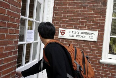 Students walks into Harvard financial aid office
