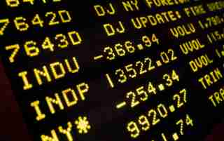 A board at the New York Stock Exchange displays the closing numbers, October 19, 2007. Caterpillar Inc.'s warning that the housing slump was infecting the wider economy sent U.S. stocks tumbling by the most in more than two months, in a drop that was made more unnerving as it marked the 20th anniversary of the 1987 market crash.     REUTERS/Brendan McDermid (UNITED STATES) - GM1DWKHAATAA