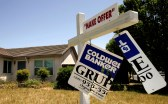 FILE PHOTO: A foreclosed home is seen in Stockton, California, U.S., May 13, 2008.   REUTERS/Robert Galbraith/File Photo - RC1F7B603240