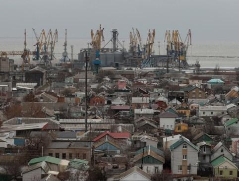 A general view shows the Azov Sea port of Berdyansk, Ukraine November 30, 2018. Picture taken November 30, 2018.  REUTERS/Gleb Garanich - RC17C02B74C0