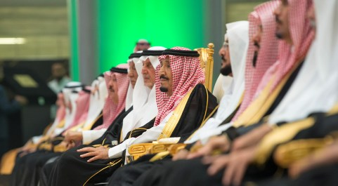 Saudi Arabia's King Salman bin Abdulaziz Al Saud attends the inauguration of the Haramain Railway connecting Mecca and Medina with the Red Sea coastal city of Jeddah, Saudi Arabia September 25, 2018. Bandar Algaloud/Courtesy of Saudi Royal Court/Handout via REUTERS ATTENTION EDITORS - THIS PICTURE WAS PROVIDED BY A THIRD PARTY. - RC1CE0F3FFD0