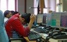 A broker reacts while trading at his computer terminal at a stock brokerage firm in Mumbai, India, February 26, 2016. Indian bonds, shares and the rupee gained on Friday after a key government report on the economy was seen as calling for fiscal prudence and stable inflation, while also acknowledging risks to the growth outlook.  REUTERS/Shailesh Andrade - D1BESPFKCFAA