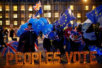 Anti-Brexit protesters stand next to an illuminated sign outside the Houses of Parliament in London, Britain, December 10, 2018. REUTERS/Henry Nicholls TPX IMAGES OF THE DAY - RC18D2DB4050