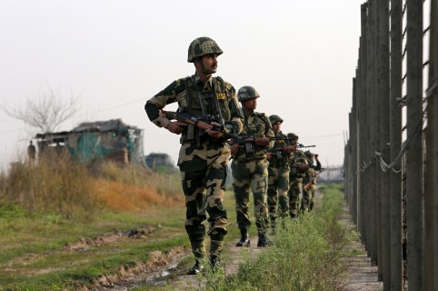 India's Border Security Force (BSF) soldiers patrol along the fenced border with Pakistan in Ranbir Singh Pura sector near Jammu February 26, 2019. REUTERS/Mukesh Gupta - RC1D32EEA1F0