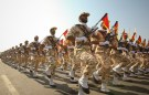 EDITORS' NOTE: Reuters and other foreign media are subject to Iranian restrictions on their ability to report, film or take pictures in Tehran. Members of the Iranian revolutionary guard march during a parade to commemorate the anniversary of the Iran-Iraq war (1980-88), in Tehran September 22, 2011. REUTERS/Stringer (IRAN - Tags: POLITICS MILITARY ANNIVERSARY) - GM1E79M1GMB01