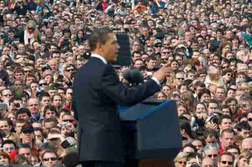 People listen to U.S. President Barack Obama during a speech in Hradcany Square, Prague April 5, 2009.   REUTERS/Jason Reed    (CZECH REPUBLIC POLITICS) - GM1E5451G3W01