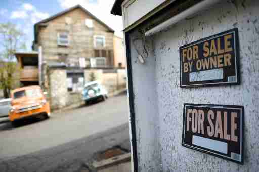 A tanning salon sits vacant, out of business and for sale in Shamokin May 1, 2014. Shamokin, Pennsylvania, tucked away in the coal country about 120 miles northwest of Philadelphia, has $800,000 of unpaid bills and can't get a loan from a bank. It is so broke, the gas service to city hall was temporarily cut off last month. So the council for the city of 7,000 residents has agreed to seek entry to a state financial oversight program dating from 1987 that facilitates access to credit and permits the levying of certain taxes. Picture taken May 1, 2014.  To match Story USA-PENNSYLVANIA/MUNICIPALS       REUTERS/Mark Makela  (UNITED STATES - Tags: BUSINESS POLITICS SOCIETY) - GM1EA5217EX01