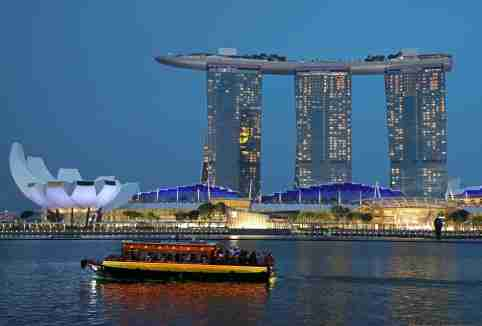 A tourist bum boat passes by the Marina Bay Sands hotel in Singapore July 3, 2019. Picture taken on July 3, 2019. REUTERS/Lim Huey Teng - RC157D90F2D0