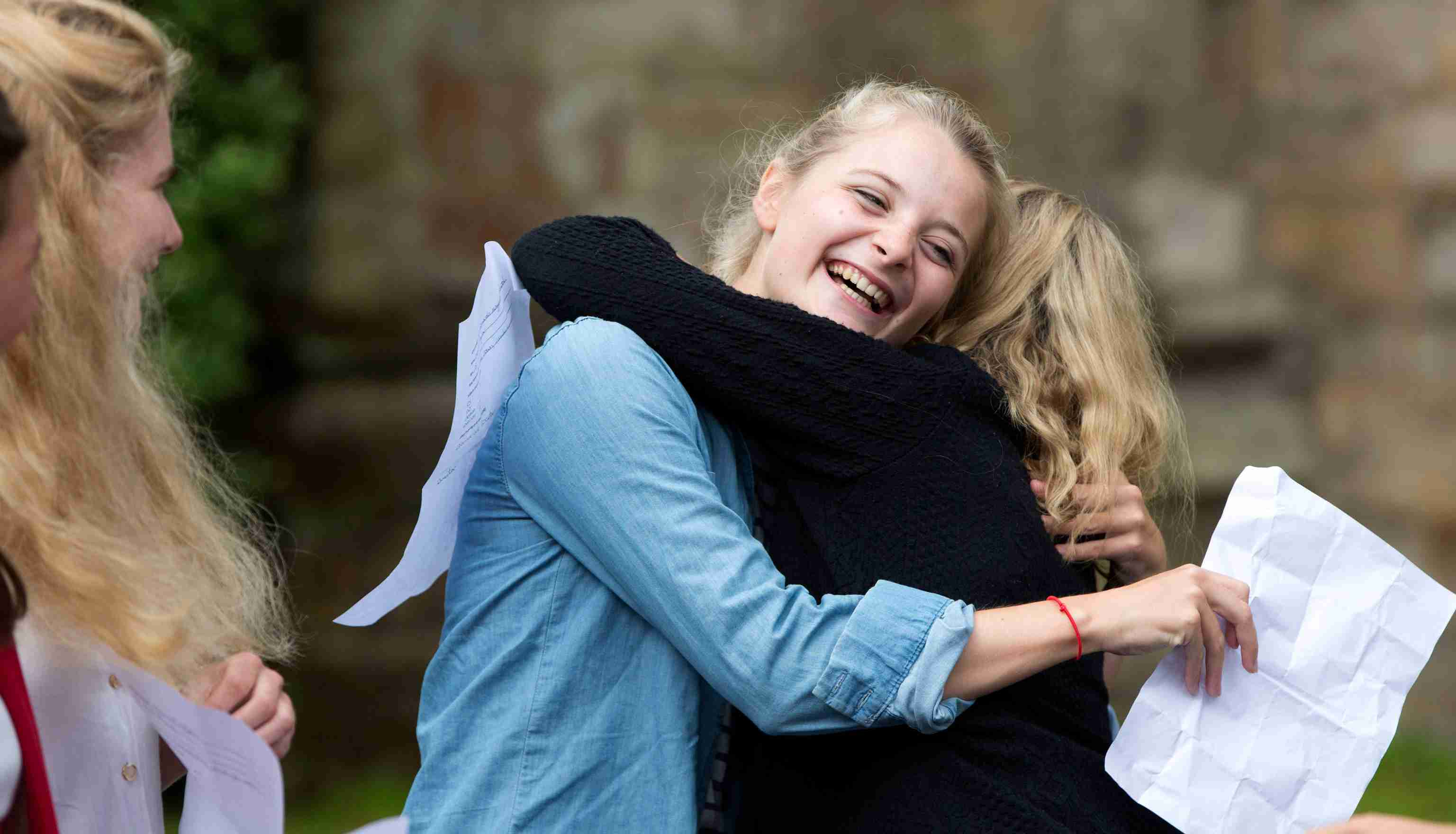 Pupils react after receiving their A-level exam results at St Leonards-Mayfield School in Mayfield, southern England August 15, 2013. More than 300,000 teenage students received their A-level results, in England, Wales and Northern Ireland on Thursday.    REUTERS/Neil Hall (BRITAIN - Tags: EDUCATION SOCIETY) - LM1E98F0SJU01