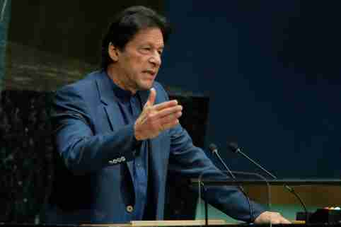 Imran Khan, Prime Minister of Pakistan addresses the 74th session of the United Nations General Assembly at U.N. headquarters in New York, U.S., September 27, 2019. REUTERS/Brendan Mcdermid - HP1EF9R1627O7