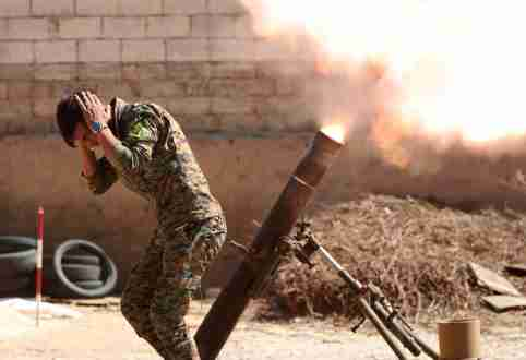 A Kurdish fighter from the People's Protection Units (YPG) fires a 120 mm mortar round in Raqqa, Syria, June 15, 2017. REUTERS/Goran Tomasevic TPX IMAGES OF THE DAY - RC174C20EA30