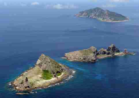 FILE PHOTO - A group of disputed islands, Uotsuri island (top), Minamikojima (bottom) and Kitakojima, known as Senkaku in Japan and Diaoyu in China is seen in the East China Sea, in this photo taken by Kyodo September 2012.  Mandatory credit. REUTERS/Kyodo/File Photo    ATTENTION EDITORS - FOR EDITORIAL USE ONLY. NOT FOR SALE FOR MARKETING OR ADVERTISING CAMPAIGNS. THIS IMAGE HAS BEEN SUPPLIED BY A THIRD PARTY. IT IS DISTRIBUTED, EXACTLY AS RECEIVED BY REUTERS, AS A SERVICE TO CLIENTS. MANDATORY CREDIT. JAPAN OUT. NO COMMERCIAL OR EDITORIAL SALES IN JAPAN         - S1AETIVBNCAA