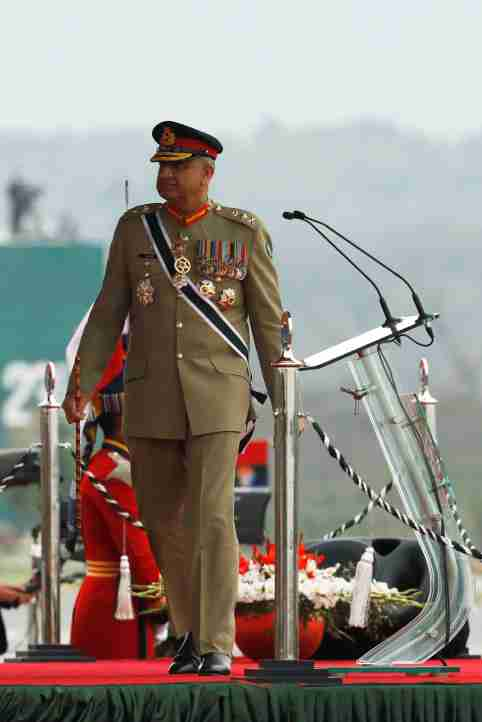 Pakistan's Army Chief of Staff General Qamar Javed Bajwa, walks as he arrives to attend the Pakistan Day military parade in Islamabad, Pakistan March 23, 2019. Picture taken March 23, 2019. REUTERS/Akhtar Soomro - RC1250AFD490