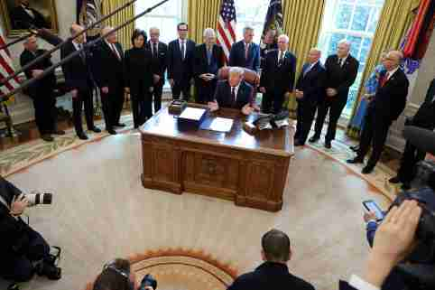 U.S. President Donald Trump signs the $2.2 trillion H.R. 748 CARES Act coronavirus aid package bill in the Oval Office of the White House in Washington, U.S., March 27, 2020. REUTERS/Jonathan Ernst     TPX IMAGES OF THE DAY