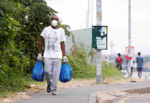 A man carries home groceries during a nationwide 21 day lockdown in an attempt to contain the coronavirus disease (COVID-19) outbreak in Umlazi township near Durban, South Africa, March 31, 2020. REUTERS/Rogan Ward