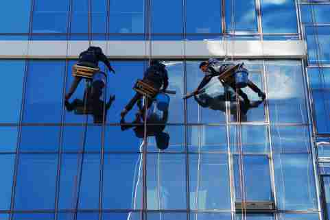 Workers clean the windows on a high-rise building in Boston, Massachusetts, U.S., October 21, 2019.     REUTERS/Brian Snyder