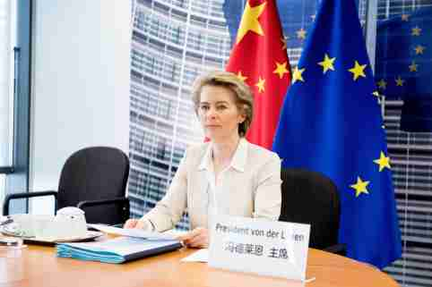 BRUSSELS, BELGIUM- The President of the European Commission, Ursula von der Leyen, attends the 22nd meeting by videoconference of leaders of China and the European Union (EU) in Brussels, Belgium, on June 22, 2020. China and the Union European (EU) reaffirmed this Monday (22) their commitment to conclude a comprehensive bilateral investment agreement in 2020.