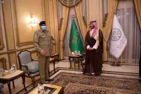 Pakistan's Army Chief of Staff General Qamar Javed Bajwa is welcomed by Saudi Arabia's Deputy Defense Minister Prince Khalid bin Salman, in Riyadh, Saudi Arabia August 17, 2020. Picture taken August 17, 2020. Saudi Press Agency/Handout via REUTERS ATTENTION EDITORS - THIS PICTURE WAS PROVIDED BY A THIRD PARTY.