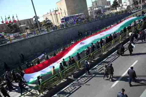 Iranians carry the Iranian flag as they gahter during the commemoration of the 41st anniversary of the Islamic revolution in Tehran, Iran February 11, 2020. Nazanin Tabatabaee/WANA (West Asia News Agency) via REUTERS ATTENTION EDITORS - THIS IMAGE HAS BEEN SUPPLIED BY A THIRD PARTY.
