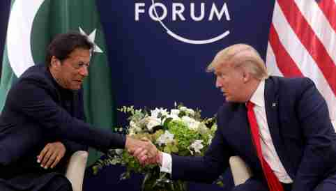 U.S. President Donald Trump shakes hands with Pakistan's Prime Minister Imran Khan during a bilateral meeting at the 50th World Economic Forum (WEF) annual meeting in Davos, Switzerland, January 21, 2020. REUTERS/Jonathan Ernst