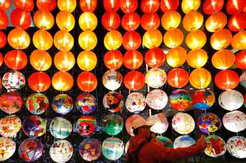 People taking selfies near a footbridge decorated with lanterns ahead of the Lunar New Year, amid the Covid-19 pandemic.The island country will see few people in the streets as events, activities and gatherings for festival celebration have been cancelled or postponed to avoid the transmission subsequent to a cluster of domestic outbreak. (Photo by Daniel Tsang / SOPA Images/Sipa USA)No Use Germany.