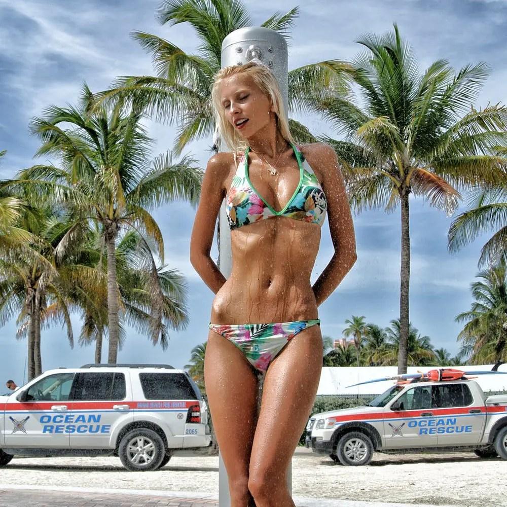 Loe Moshkovska Bikini Wet