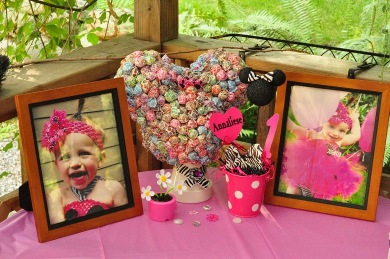 For a Minnie Mouse birthday party, check out this Minnie Mouse Dum Dum Tree DIY. A fun what to create a Minnie Mouse Centerpiece.