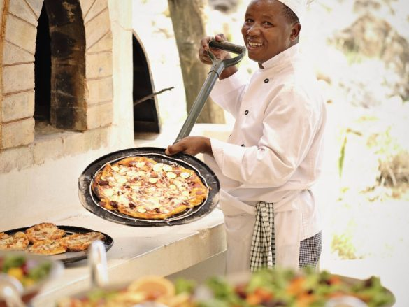 Sasaab-Pizzas-by-the-Pool