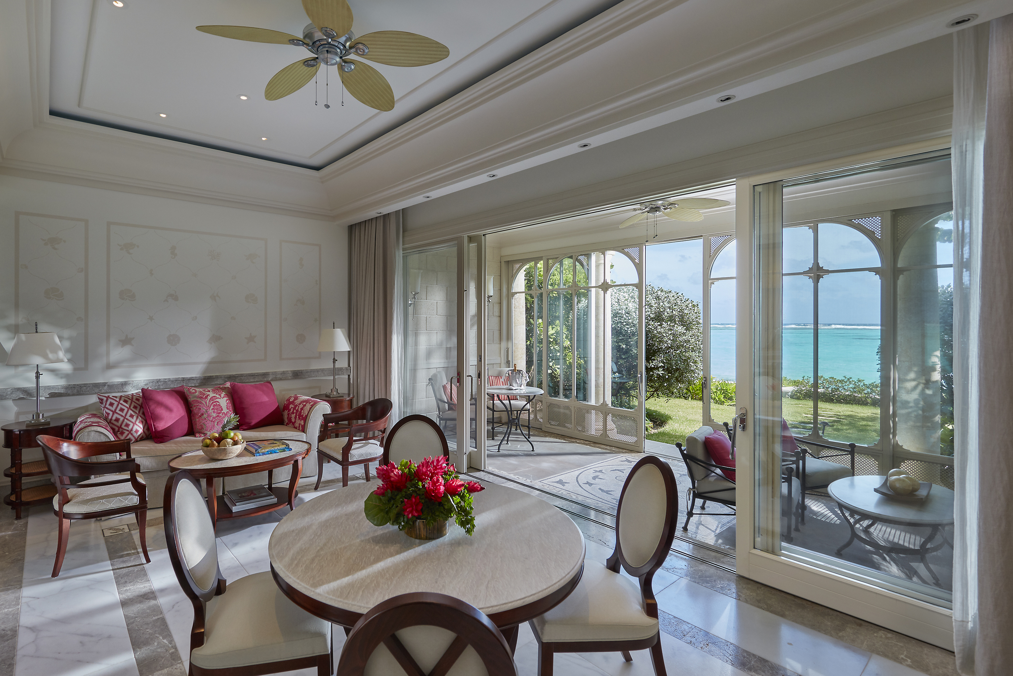 Mandarin-oriental-canouan-accommodation-one-bedroom-beachfront-suite-living-room