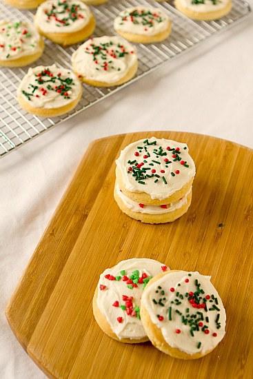 https://i1.wp.com/www.browneyedbaker.com/wp-content/uploads/2011/12/lofthouse-sugar-cookies-4-550.jpg