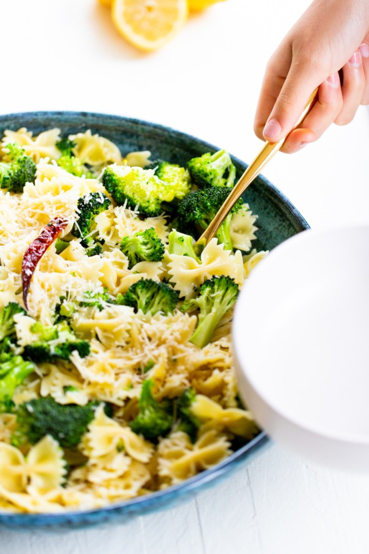 EASY ONE POT PASTA WITH BROCCOLI