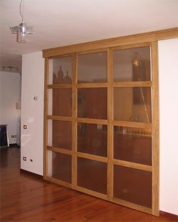 Porta scorrevole divisoria tra cucina e zona giorno in legno rovere massello