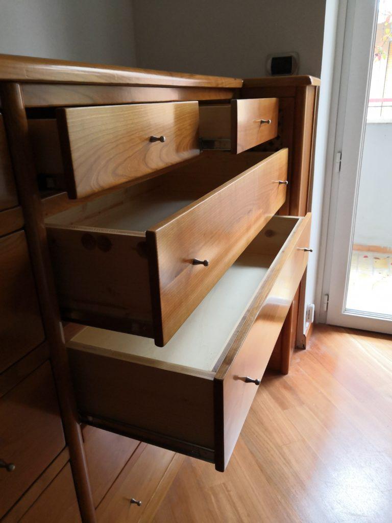 cassettiera in legno di ciliegio su misura