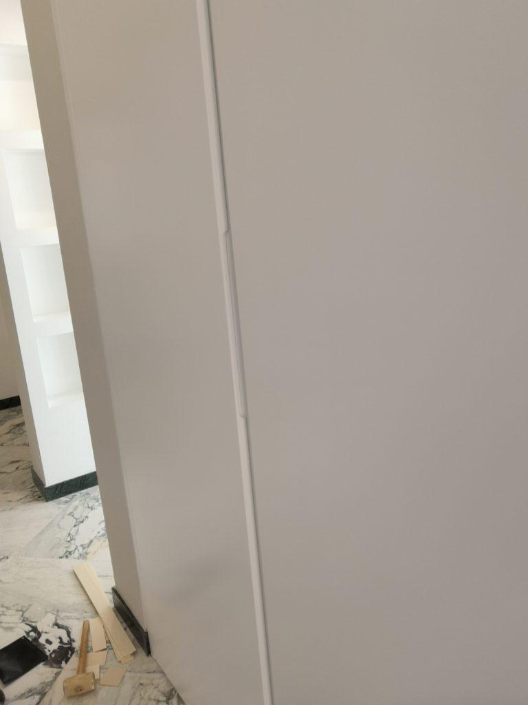Armadi a muro a filo laccati bianchi
