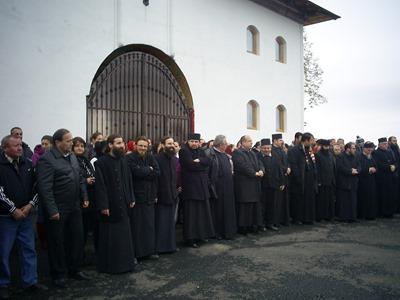 2013-11-07 - preoti ortodocsi opunandu-se justitiei 1