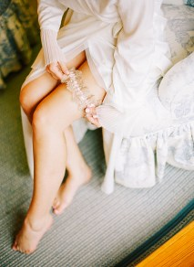 Katie-Stoops-Photography-vintage-bryllup-blush-brudekjole