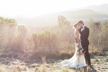 bryllupsinspirasjon-Carlie Statsky-brudeblogg-bryllupsblomster-brudekjole-med-blonder