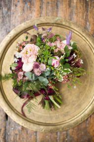 plomme-oliven-gull-fersken-bryllupsfarger-bryllupsborddekking