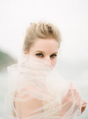 Vivan-Luk-Atelier-brudekjole-strandbryllup-Alea-Lovely