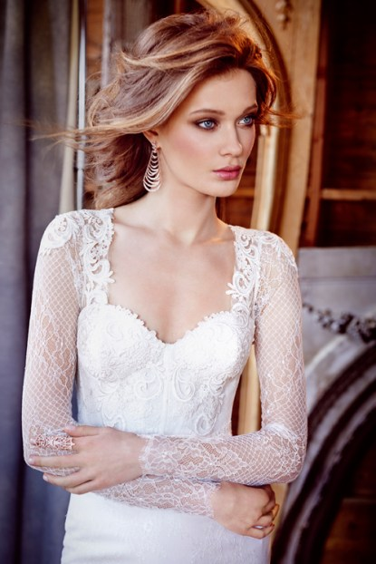lazaro-bridal-chantilly-lace-fit-and-flare-corset-venise-lace-sweetheart-fitted-gathered-skirt-chapel-3560_x1