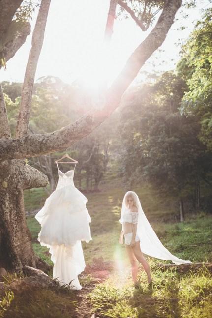 skog-fotografering-brudepar-trash-the-dress
