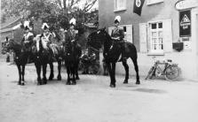 1936 Reiteroffiziere vor Haus Esser in Kipshoven