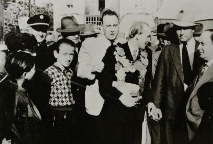 1954 Lothar Schlagheck wird Schützenkönig. Dahinter Günther Groß, rechts Karl Gawrich und Hubert Rommerskirchen