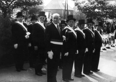 "1967 Kegelclub ""Unter uns"": Lothar Schlagheck, Hermann-Josef Bröker, Hans Erdweg, Heinz Adrian, Josef Dahmen, Heinrich Hülsen, Heinz Kleef, Helmut Burch, Josef Fritzen (v.l.n.r.)"