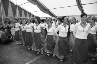 Die Klompefrauen standen im Festzelt auch im Mittelpunkt. Kein Wunder, da Königin Sabine und die Ministerfrauen Andrea und Doris Mitglieder dieser Gruppe sind.