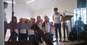 Als erstes unterhielt der Kindergarten mit einem Klompedanz die Anwesenden.
