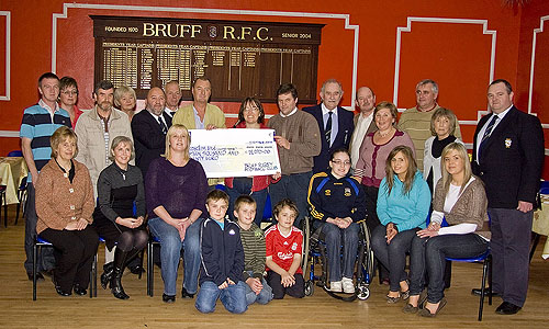 Jon Kenny and the members of Cáirde Ceoil at the presentation of the Cheque to the Ryan family by Bruff President Gerard Hehir.